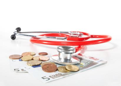 Krankenkassenbeiträge werden refomiert, das wird der Verbraucher im Geldbeutel spüren.